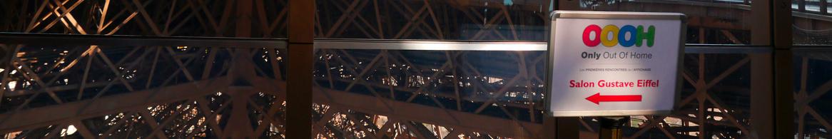 Signalétique OOOH sur la Tour Eiffel